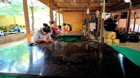 Explore el taller del laquerware en Bagan, Myanmar almacen de metraje de vídeo