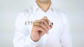 Explore y alcance, sirva la escritura sobre el vidrio almacen de metraje de vídeo