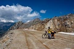 Explorer le monde en la bicyclette. Photo stock
