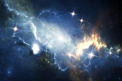 Explosão da supernova com a nebulosa de incandescência no fundo Imagens de Stock Royalty Free