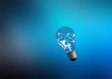 explosão das idéias Lâmpadas com átomos cor Fotos de Stock Royalty Free