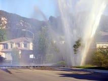 Explosão do cano principal de água Fotos de Stock Royalty Free