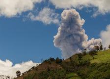 Explosão do vulcão de Tungurahua, em agosto de 2014 Fotografia de Stock