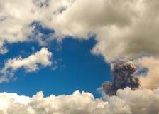 Explosão do vulcão de Tungurahua, em agosto de 2014 Imagens de Stock