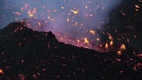 Explosão espetacular da lava do detalhe vídeos de arquivo