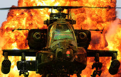 Explosão militar de Apache do helicóptero fotografia de stock