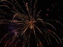 Explosión de fuegos artificiales amarillos Fotografía de archivo