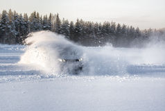 Explosión de la deriva de la nieve del coche Fotografía de archivo libre de regalías