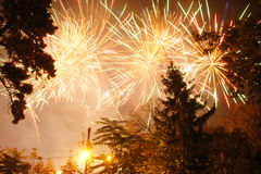 Explosión de los fuegos artificiales foto de archivo libre de regalías