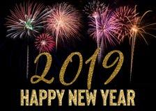 Explosión 2019 de los fuegos artificiales de la Feliz Año Nuevo fotografía de archivo