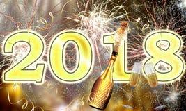 Explosión de los fuegos artificiales y del champán de la Feliz Año Nuevo 2018 Imagen de archivo libre de regalías