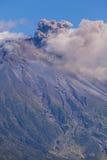 Explosión del día del volcán de Tungurahua Imagen de archivo libre de regalías