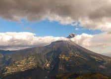 Explosión del volcán de Tungurahua, agosto de 2014 Imagen de archivo libre de regalías