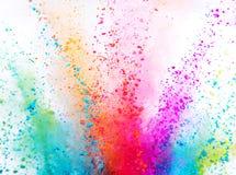 Explosi?n coloreada del polvo en el fondo blanco imagen de archivo