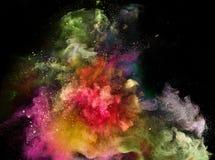 Explosi?n coloreada del polvo en fondo negro fotos de archivo