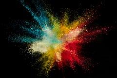 Explosi?n coloreada del polvo en fondo negro fotos de archivo libres de regalías