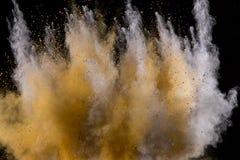 Explosi?n de oro del polvo en fondo negro fotos de archivo libres de regalías