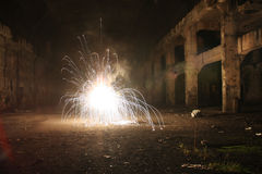Explosie in de oude zaal - lange blootstelling Royalty-vrije Stock Foto's