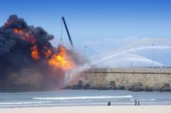 Explosie in olieraffinaderij Stock Afbeelding