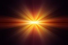 Explosie van geel licht op zwarte achtergrond Stock Foto's