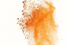 Explosie van gekleurd poeder op witte achtergrond Oranje stock fotografie