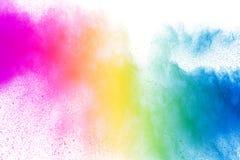 Explosie van het poeder van de regenboogkleur op witte achtergrond stock afbeeldingen