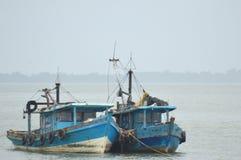 Explosies vissersboot royalty-vrije stock afbeelding
