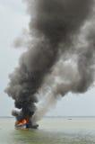 Explosies vissersboot royalty-vrije stock foto