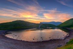 Explosion av färger på sjön Royaltyfri Bild