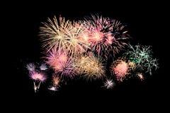 Explosion colorée de feux d'artifice dans le festival annuel images libres de droits
