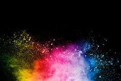 Explosion color?e abstraite de poudre sur le fond noir Mouvement de gel d'?claboussure de la poussi?re Holi peint images stock