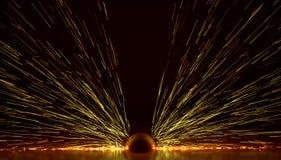 Explosion d'énergie de lumières du feu d'étincelles soudant l'illustration 3D illustration libre de droits