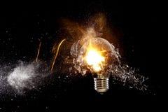 Explosion d'ampoule photographie stock