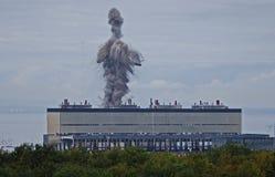 Explosion de démolition de centrale de Cockenzie Photographie stock libre de droits