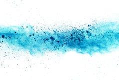 Explosion de poudre bleue sur le fond blanc Images stock