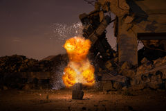 Explosion in der alten Halle Lizenzfreie Stockfotos