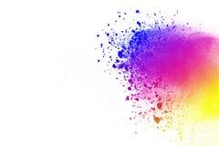 Explosion des farbigen Pulvers, lokalisiert auf weißem Hintergrund Zusammenfassung des farbigen Staubes splatted Farbwolke lizenzfreies stockfoto