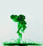 Explosion liquide verte photographie stock
