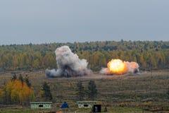 Explosionen av thermite bombarderar från den Solncepek launcheren Arkivbilder