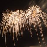 Explosionen von orange Feuerwerken Lizenzfreies Stockbild