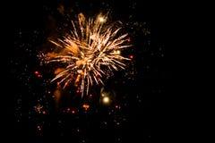Explosiones celebradoras en el cielo imágenes de archivo libres de regalías