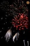 Explosiones de fuegos artificiales fotos de archivo libres de regalías
