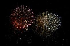 Explosiones de los fuegos artificiales Fotos de archivo