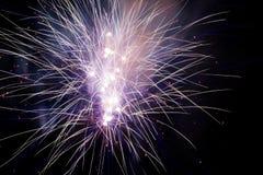 Explosiones de los fuegos artificiales Foto de archivo