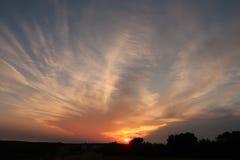Explosiv röd och orange solnedgång i Kroatien Royaltyfri Fotografi