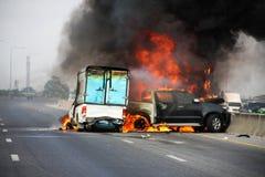 Explosiver Autounfall Lizenzfreie Stockfotos