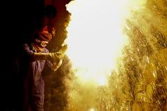 Explosivo y fireblast del hombre imagen de archivo