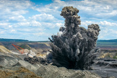 Explosure op open kuil stock afbeelding