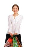 Explotación agrícola femenina bastante joven sus bolsos de compras Foto de archivo libre de regalías