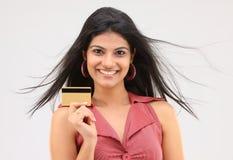 Explotación agrícola linda de la muchacha de la tarjeta de crédito Imagenes de archivo